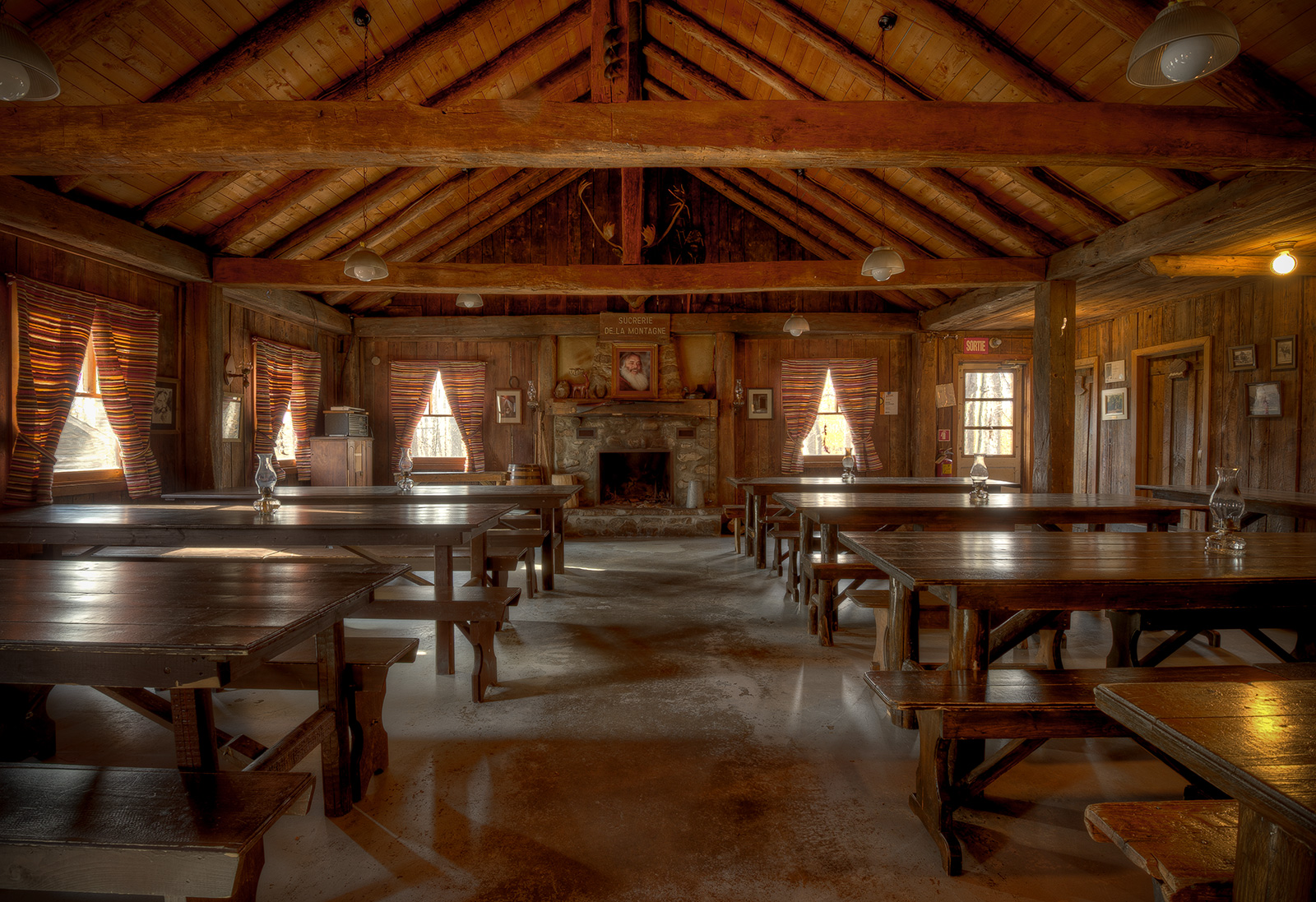 01 log dining hall michael green photography for Dining hall pictures home